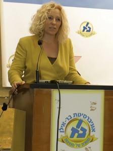 Mina Teicher at lecturn